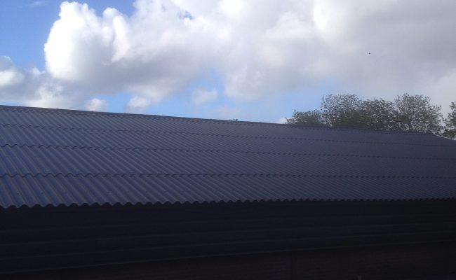 Geen kippen maar wel een nieuw dak, asbestvrij!